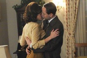 Beth Dawes (Alexis Bledel) and Pete Campbell (Vincent Kartheiser)