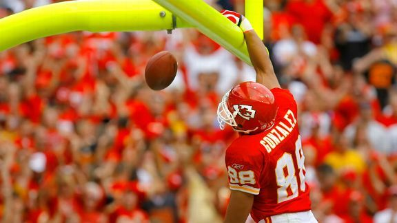 "167f2be7a Tony Gonzalez Gonzalez was named the Chiefs  starting tight end in his  second season. ""I think Tony is the key"
