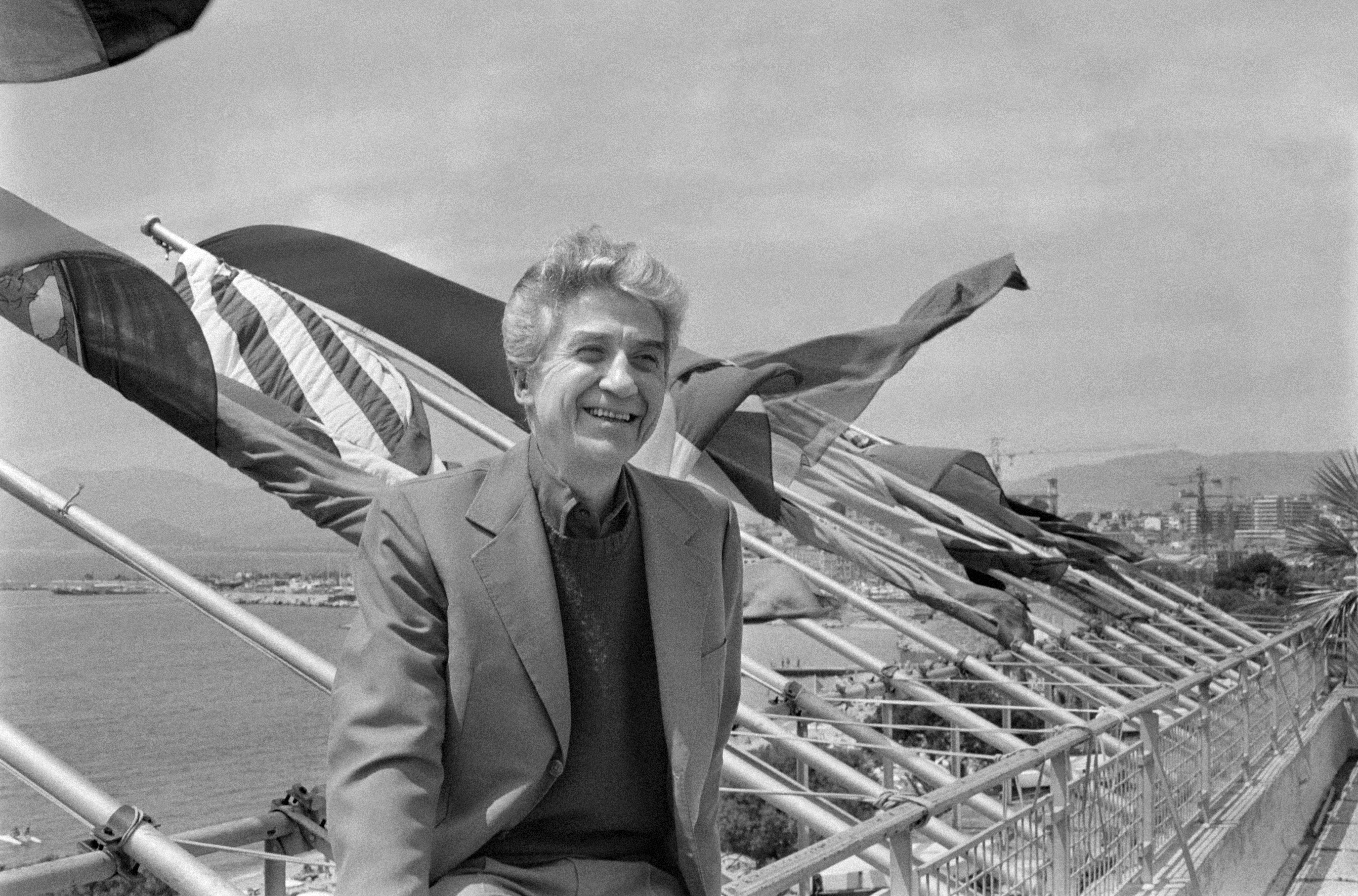 French film director Alain Resnais poses