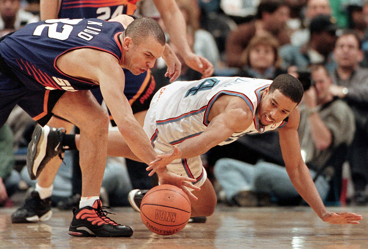 Phoenix Suns' guard Jason Kidd (L) and Cleveland C
