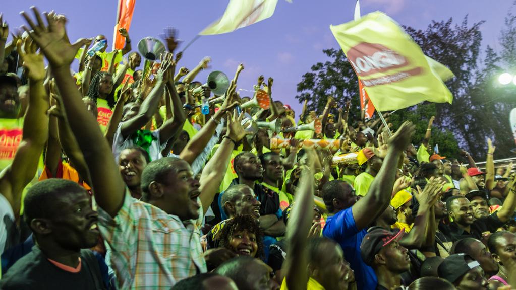 haiti-crowd-moxley
