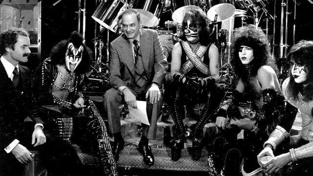Edwin Newman, Gene Simmons, Peter Criss, Paul Stanley, Ace Frehley, Bill Aucoin