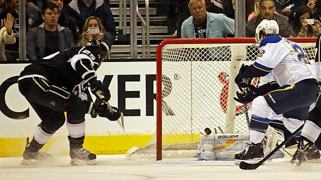 Los Angeles Kings left winger Dustin Penner