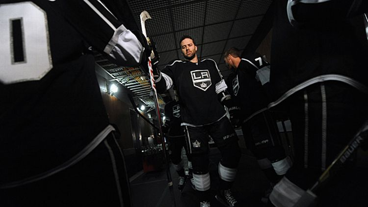 Dustin Penner #25 of the Los Angeles Kings