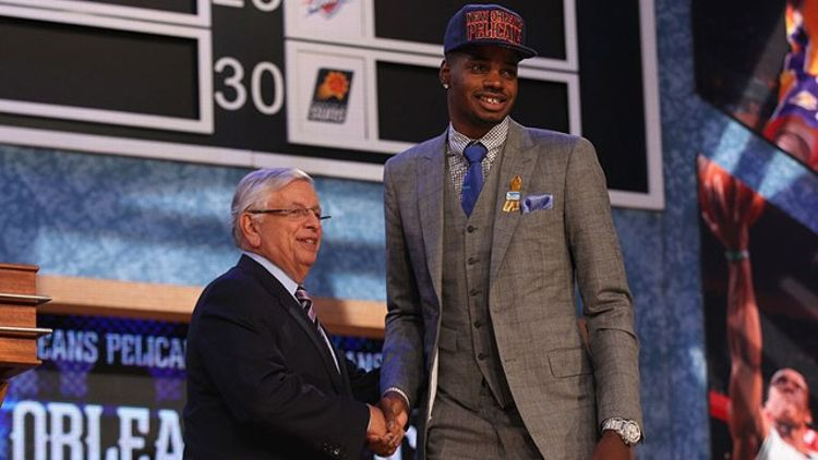 Nerlens Noel (R) of Kentucky poses for a photo with NBA Commissioner David Stern after Zeller was drafted #6 overall in the first round by the New Orleans Pelicans during the 2013 NBA Draft at Barclays Center on June 27, 2013 in in the Brooklyn Bourough o