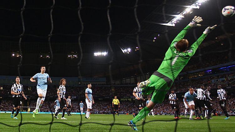 Yaya Toure of Manchester City scores