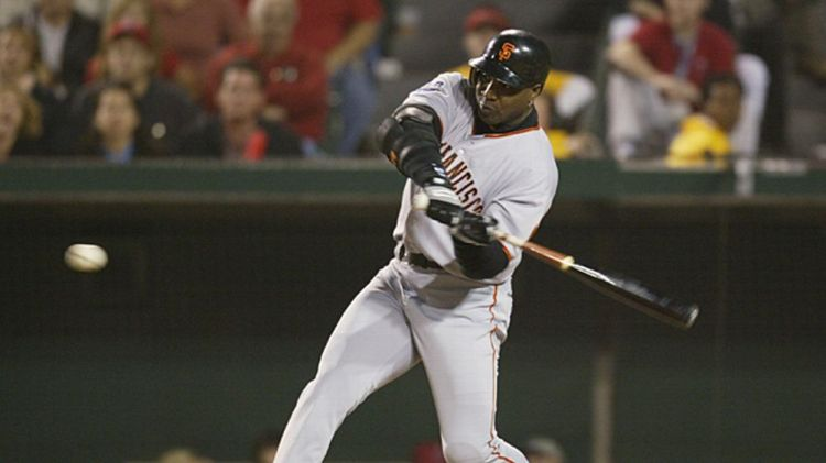 Left fielder Barry Bonds #25 of the San Francisco Giants