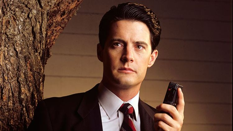 TWIN PEAKS - Gallery - Season Two - 10/13/1990, Homecoming queen Laura Palmer is found dead, washed up on a riverbank wrapped in plastic sheeting. FBI Special Agent Dale Cooper(Kyle MacLaughlin) has been called in to work with local Sheriff Harry S.Truman