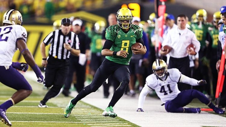 Oregon Ducks quarterback Marcus Mariota against the Washington Huskies