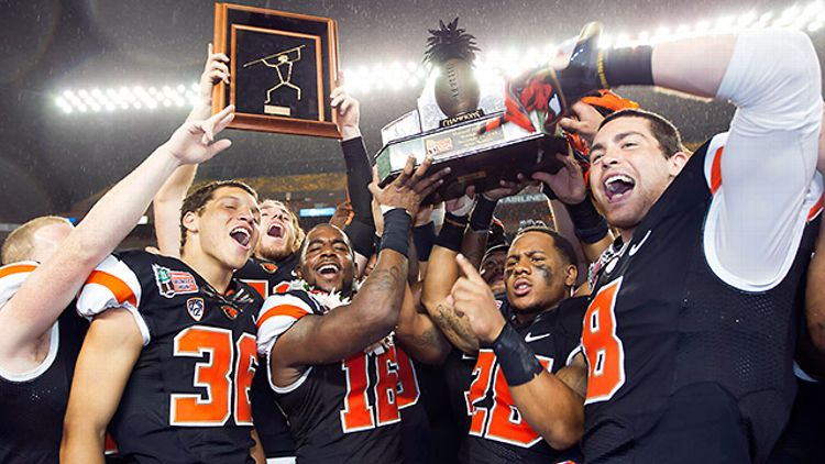 Oregon State celebrates its Hawaii Bowl win