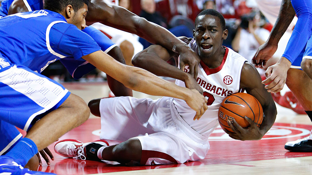 Fred Gulley III #12 of the Arkansas Razorbacks battles for a loose ball on the floor against the Kentucky Wildcats at Bud Walton Arena on January 14, 2014 in Fayetteville, Arkansas