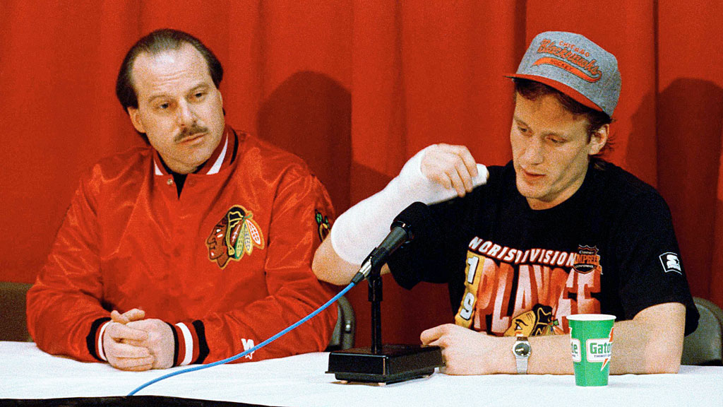Chicago Blackhawks' Jeremy Roenick, right, and Blackhawks coach Mike Keenan