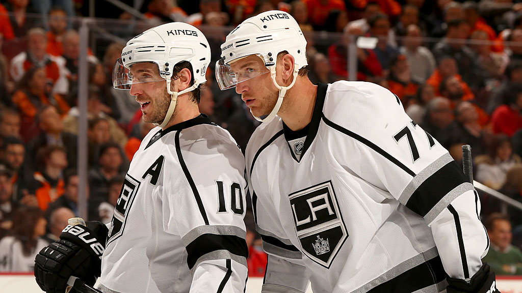 Jeff Carter #77 talks with teammate Mike Richards #10 of the Los Angeles Kings