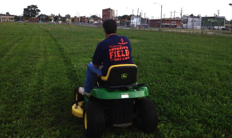 navin-field-grounds-crew