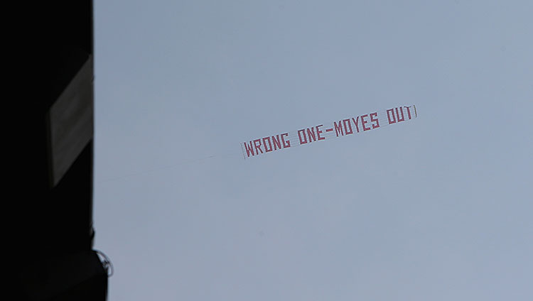 moyes-out-tri