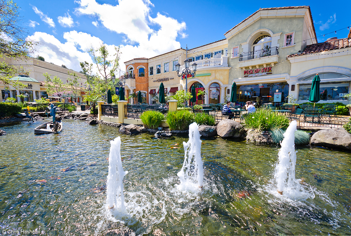 The_fountains_at_The_Commons_at_Calabasas