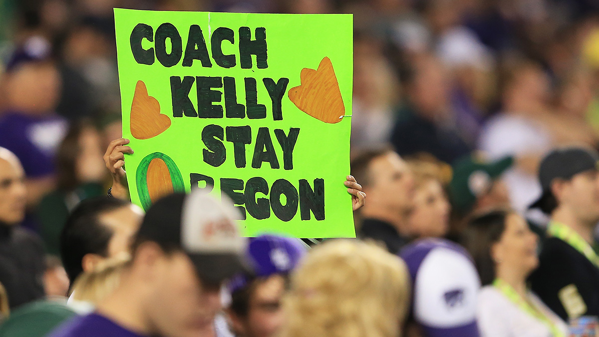 coach-kelly-oregon-sign-fe
