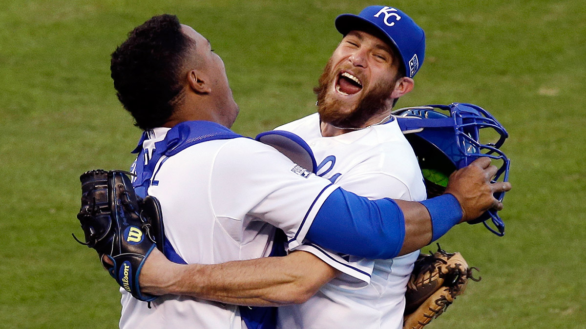 salvador-perez-greg-holland-royals-world-series-tri