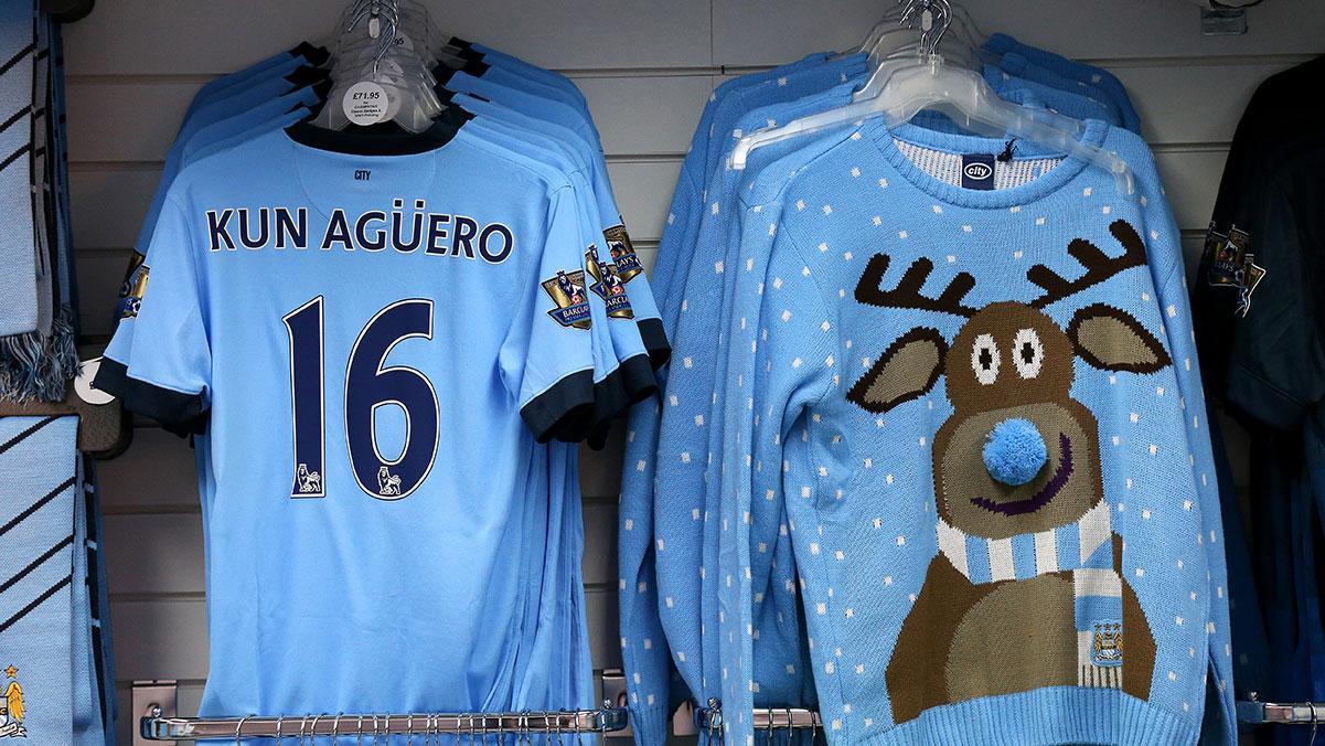 kun-aguero-reindeer-sweater