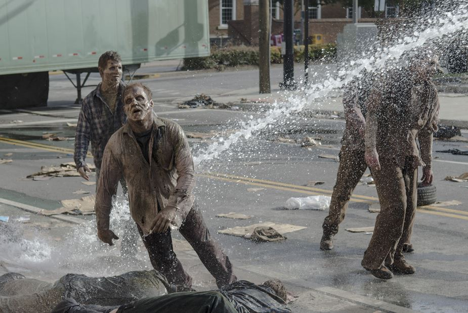 walkingdead_watercannon