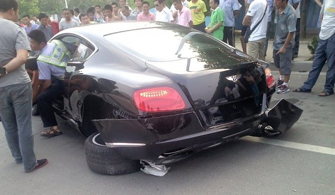 Bentley-Continental-GT-Wrecked-in-China