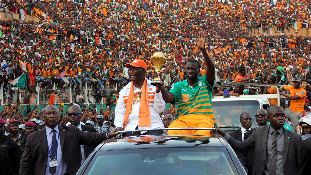 yaya-toure-afcon-trophy