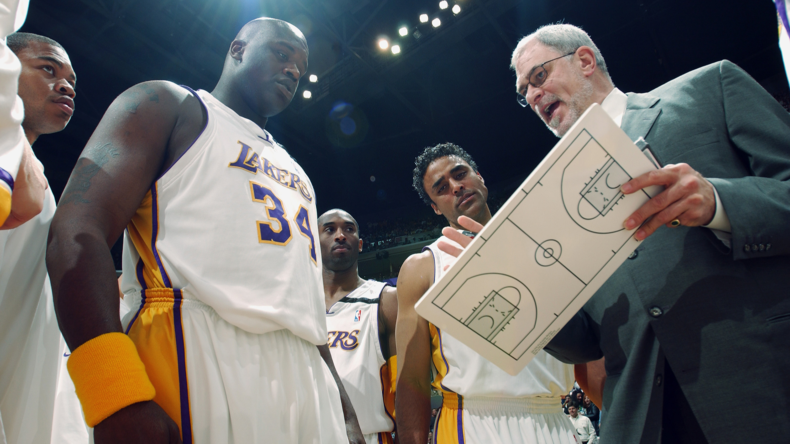 Phil Jackson talks to the Lakers