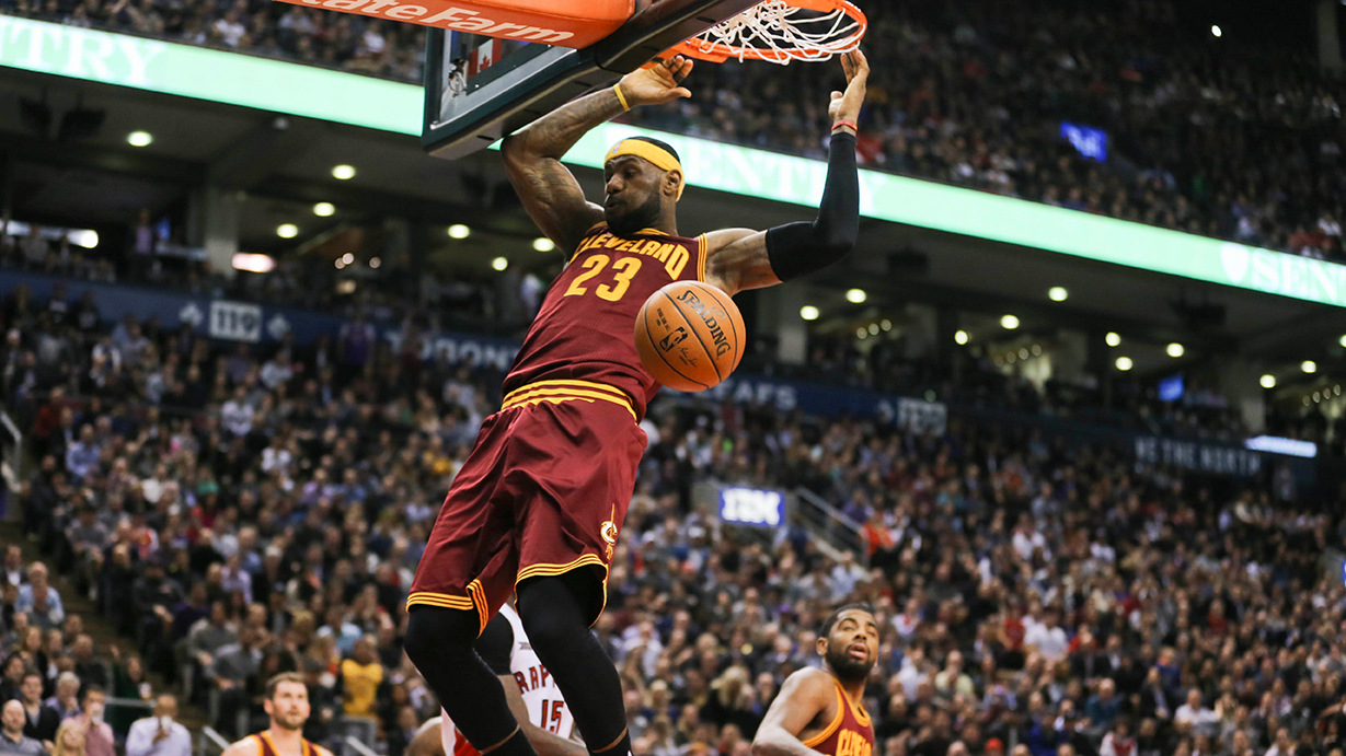 Cavaliers James slam dunk against Raptors