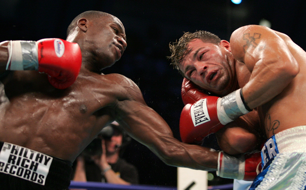 Floyd Mayweather vs Arturo Gatti - IBF Jr.Welterweight Title Fight - June 25, 2005