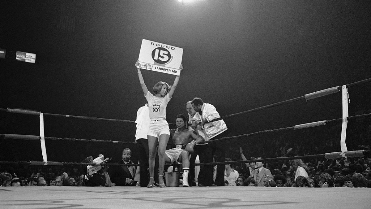 Muhammad Ali between rounds in a 1977 bout with Alfredo Evangelista.