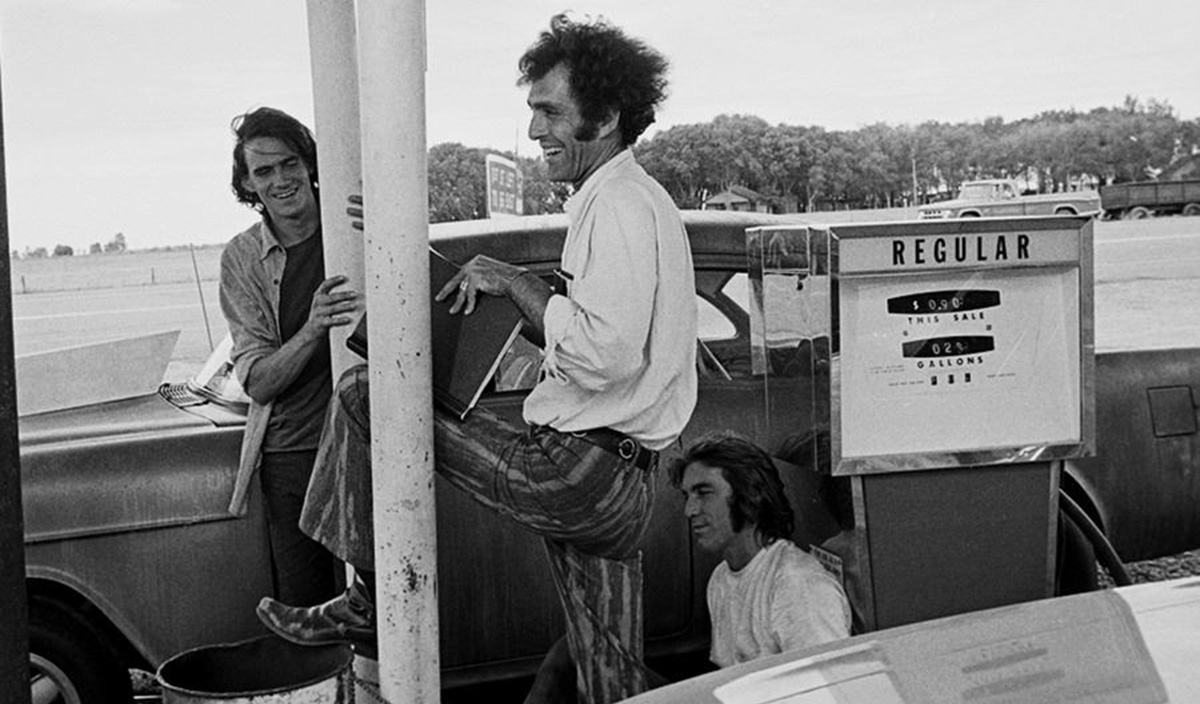 Monte Hellman (center) directs James Taylor (left) and Dennis Wilson in 1971's 'Two-Lane Blacktop.'
