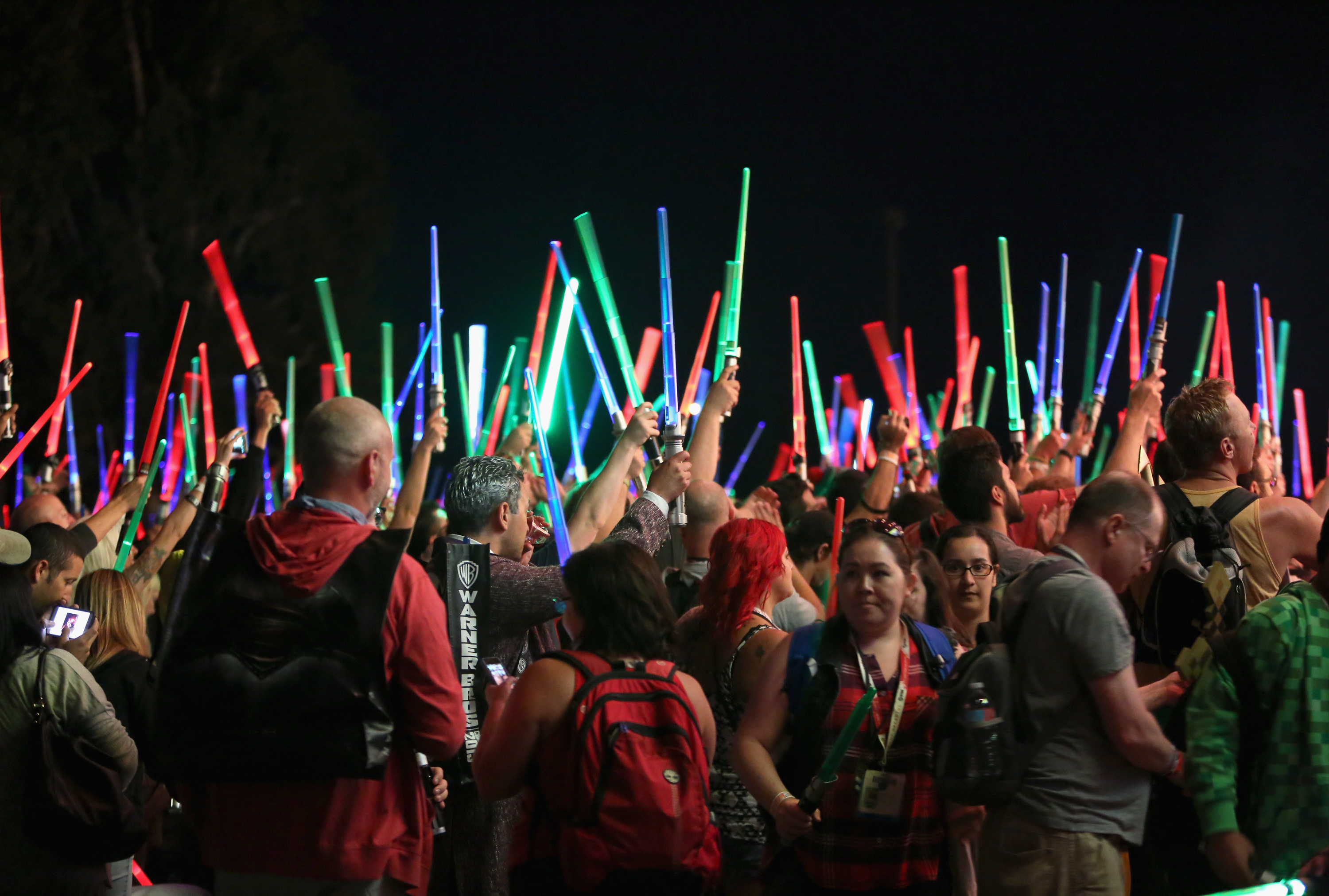 comic_con_2015_lighsabers