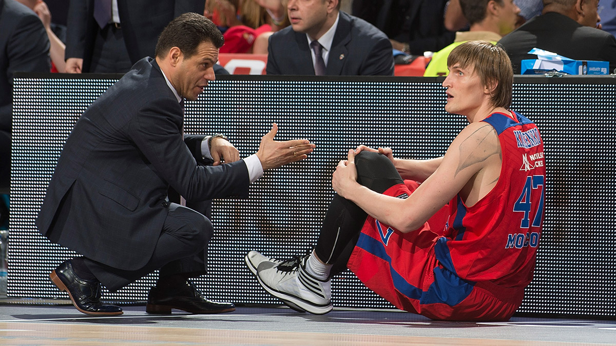 CSKA coach Dimitris Itoudis talks to Andrei Kirilenko on the sideline.