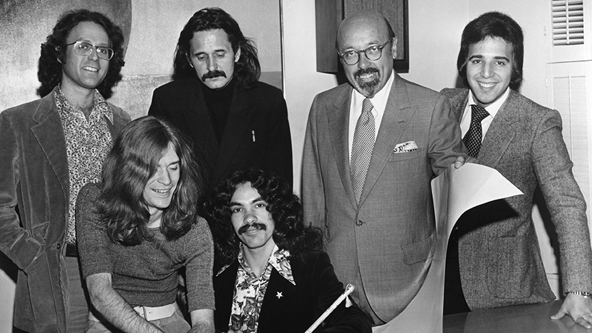 Hall And Oates Sign Contract
