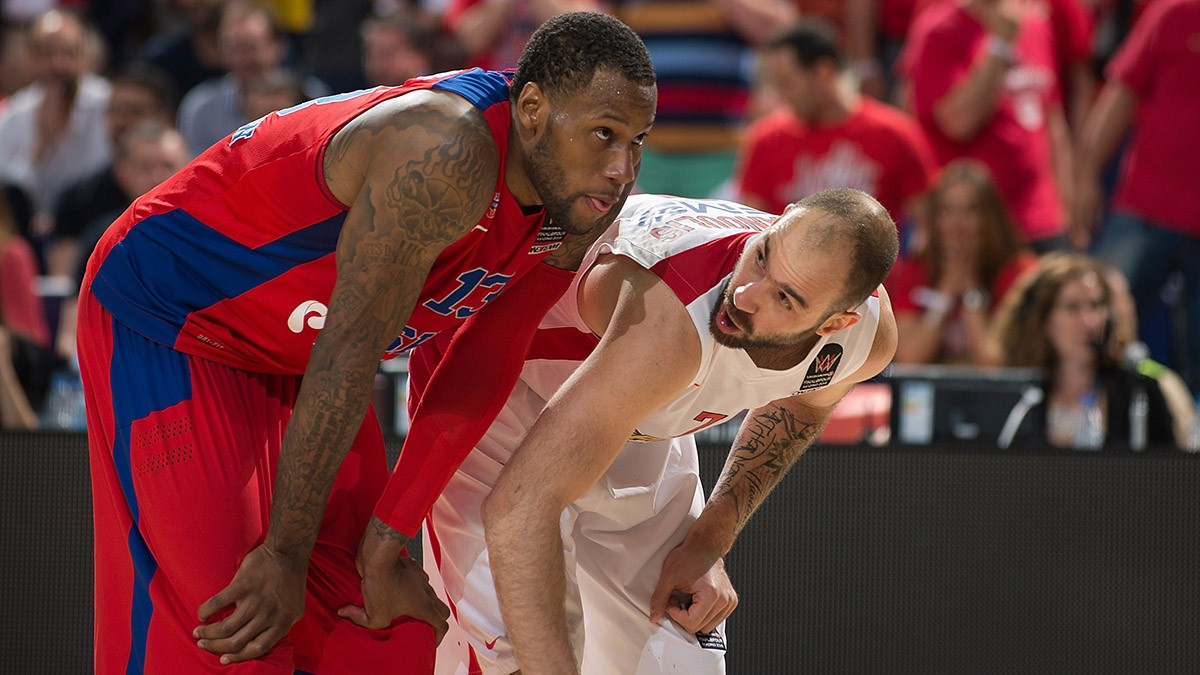 Weems and Olympiacos guard Vassilis Spanoulis at the Euroleague semifinal.