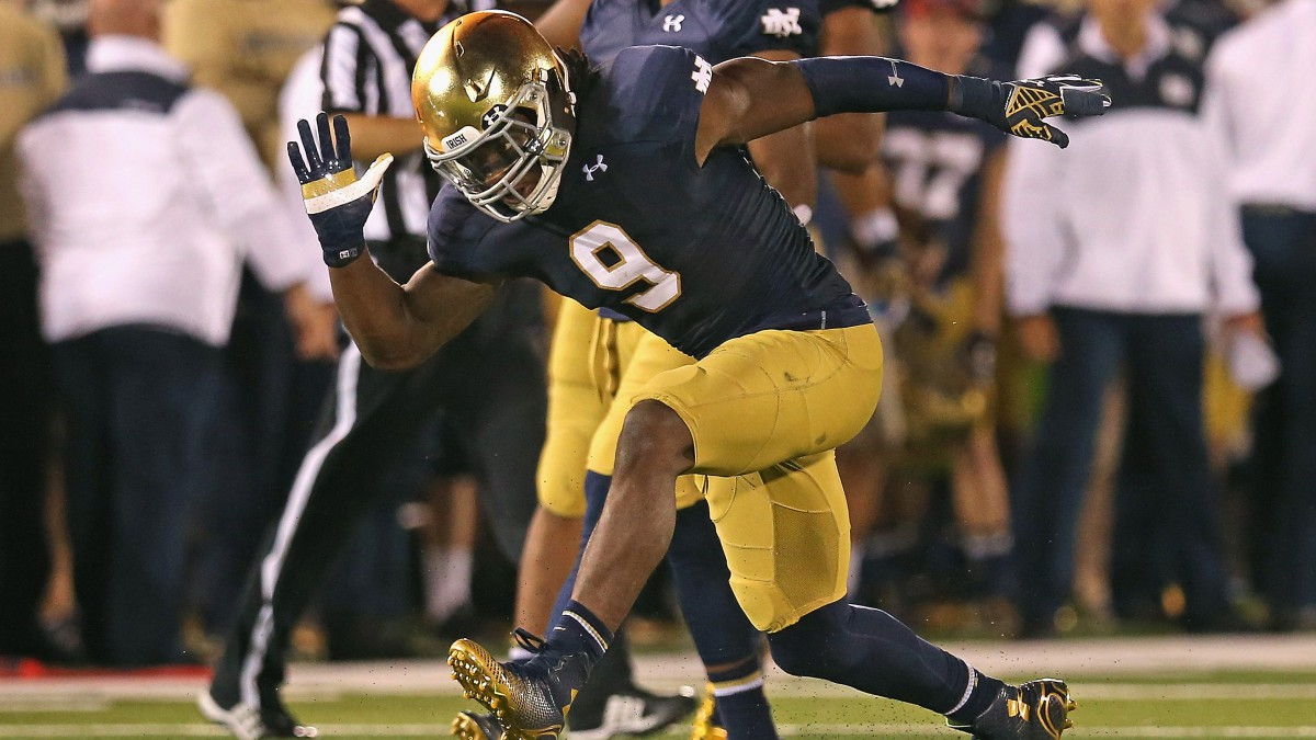 Jaylon Smith #9 of the Notre Dame Fighting Irish celebrates a tackle for a loss against the Michigan Wolverines.