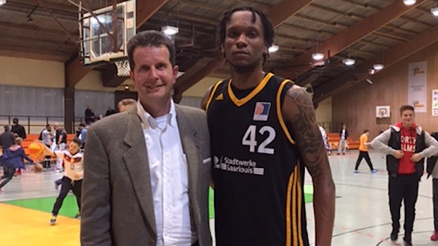 Karl Moore and Hans Beth after Moore signed with Saarlouis Royals.