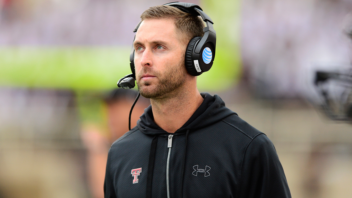 College Football Identity Crisis Kliff Kingsbury Doesn T Want To Be A Sex Symbol So Can He Be A Good Coach