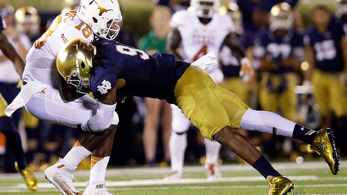 Jaylon Smith and the Notre Dame defense have a lot to prove after faltering last season.