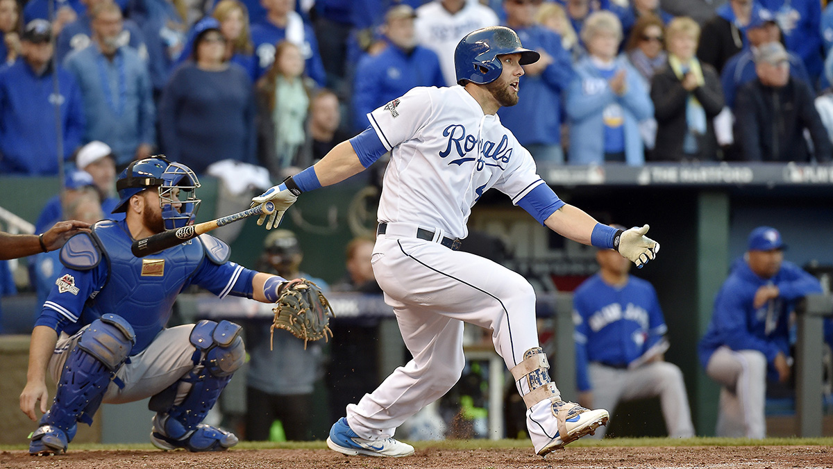 Alex Gordon's seventh-inning double but Kansas City ahead for good in Game 2.