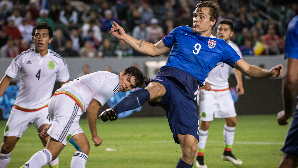 Morris playing with the U.S. men's U-23 team.